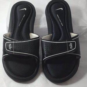 Nike- sliders-black & white